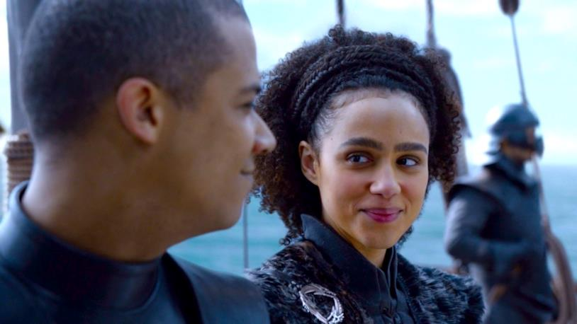 Jacob Anderson e Nathalie Emmanuel in Game of Thrones come Verme Grigio e Missandei