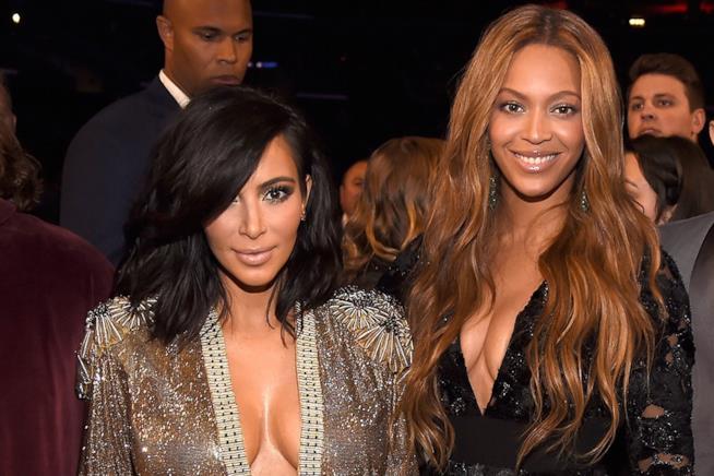 Primo piano di Kim Kardashian e Beyoncé