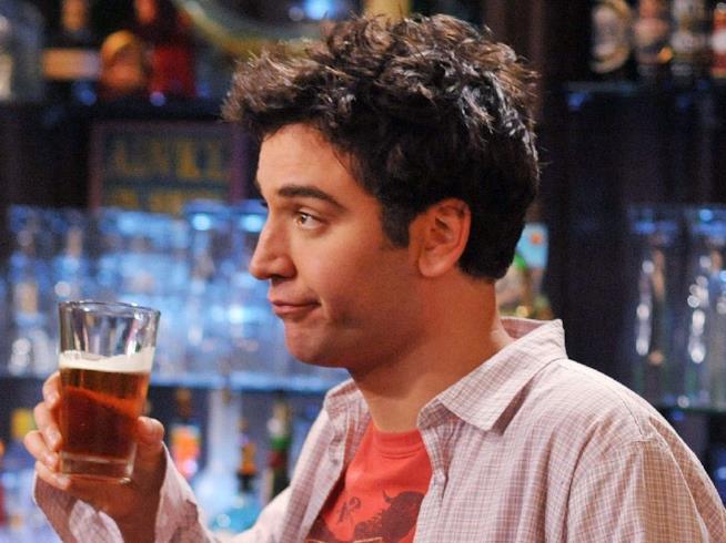 Ted racconta ai suoi amici perché è inizialmente difficile dimenticare la persona amata
