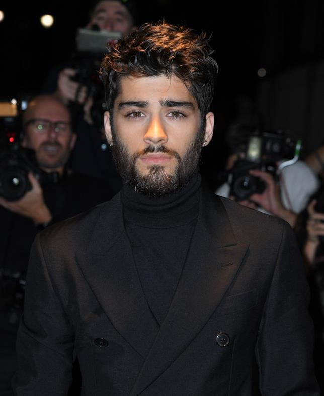 Zayn Malik con la barba e in look total black
