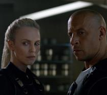 Una foto di Charlize Theron e Vin Diesel nel film Fast & Furious 8