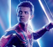 Tom Holland nei panni di Spider-Man, con il costume visto in Avengers: Endgame