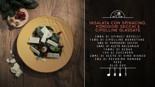 La ricetta dell'insalata con spinacino, pomodori secchi e cipolline glassate