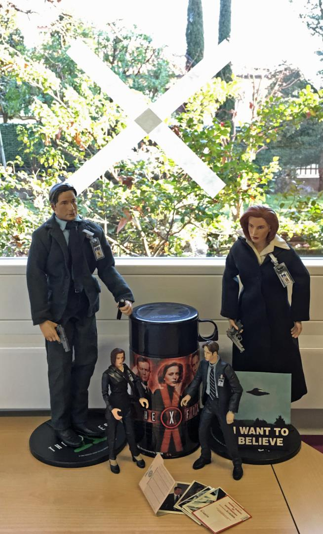 """X-Files: una """"X"""" alla finstra"""