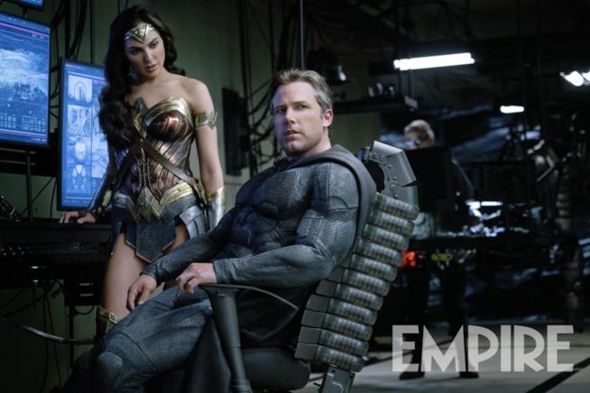 In foto Gal Gadot e Ben Affleck nel ruolo di Wonder Woman e Batman