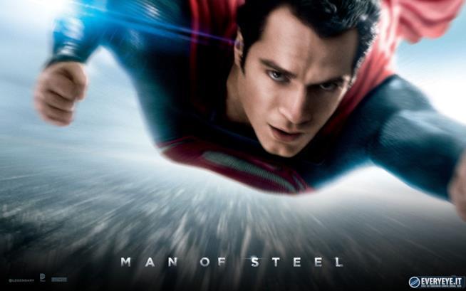 Il poster del primo film de L'uomo d'acciaio con Henry Cavill