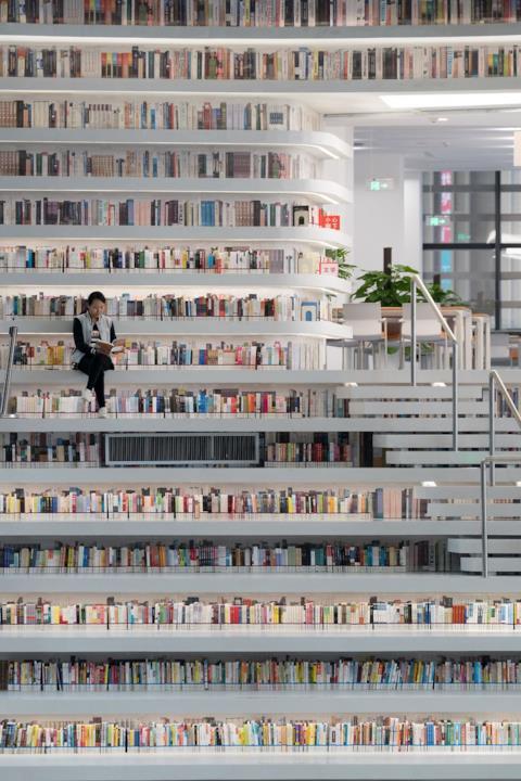 Libreria di Tianjin, ragazza legge
