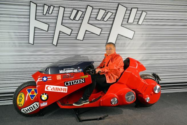 Katsuhiro Otomo e la moto di Kaneda