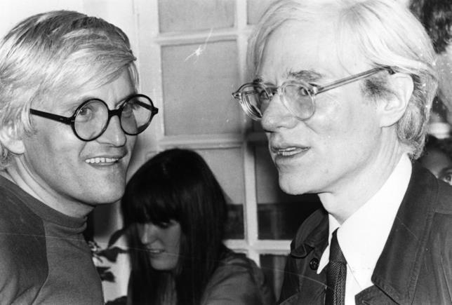 Gli artisti Warhol e Hockney insieme