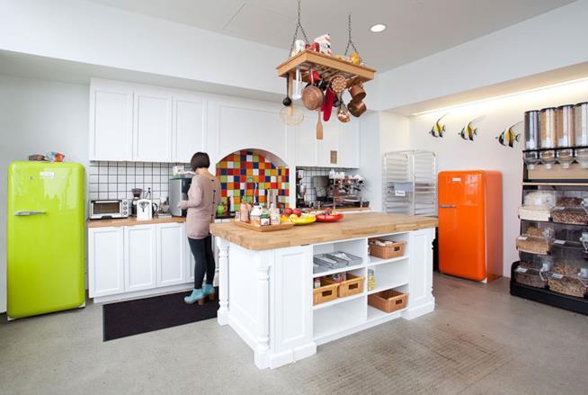 Primo piano della cucina per della sede Airbnb di San Francisco