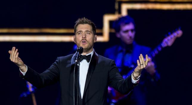 Primo piano di Michael Bublé sul palco