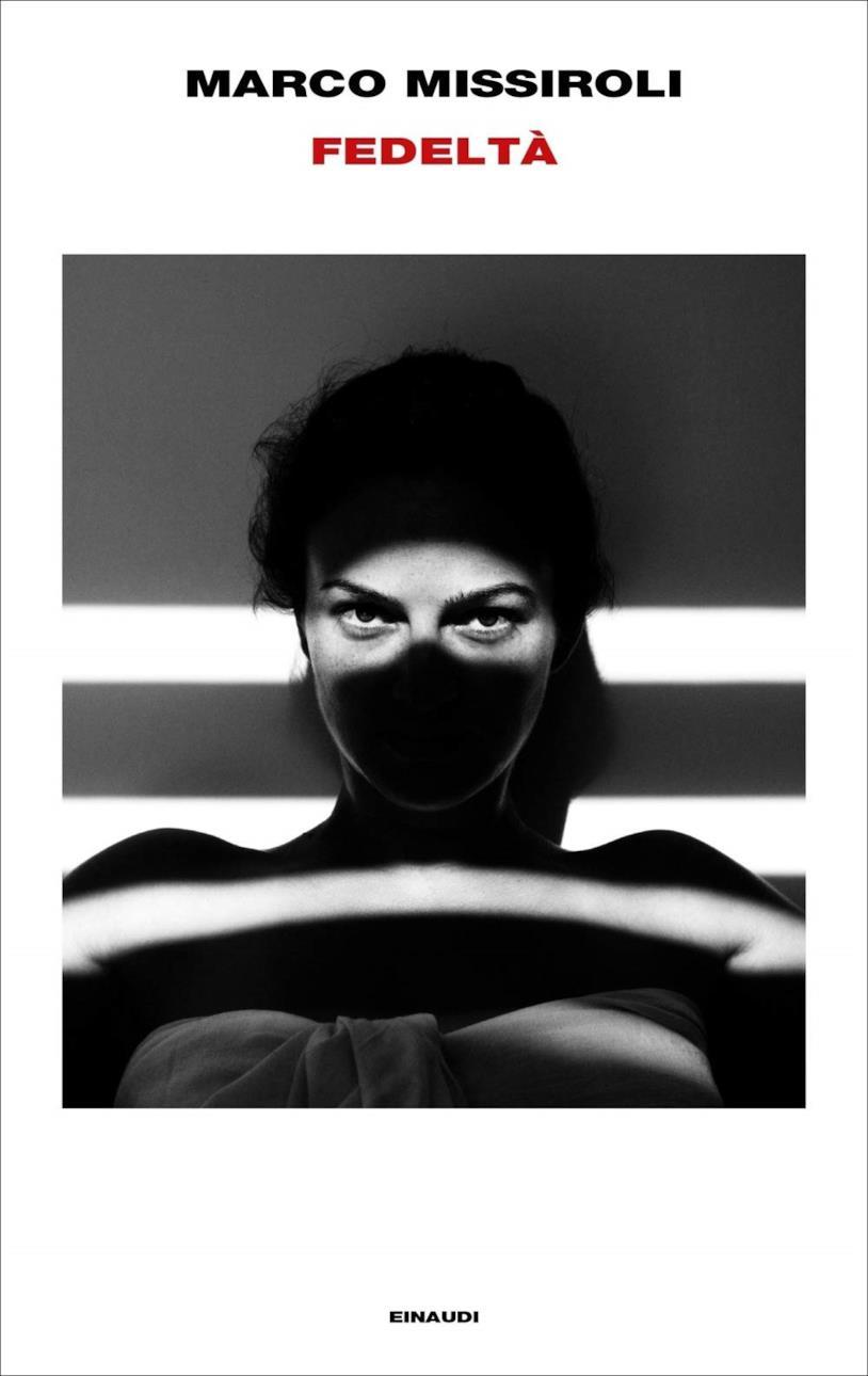Una donna in bianco e nero