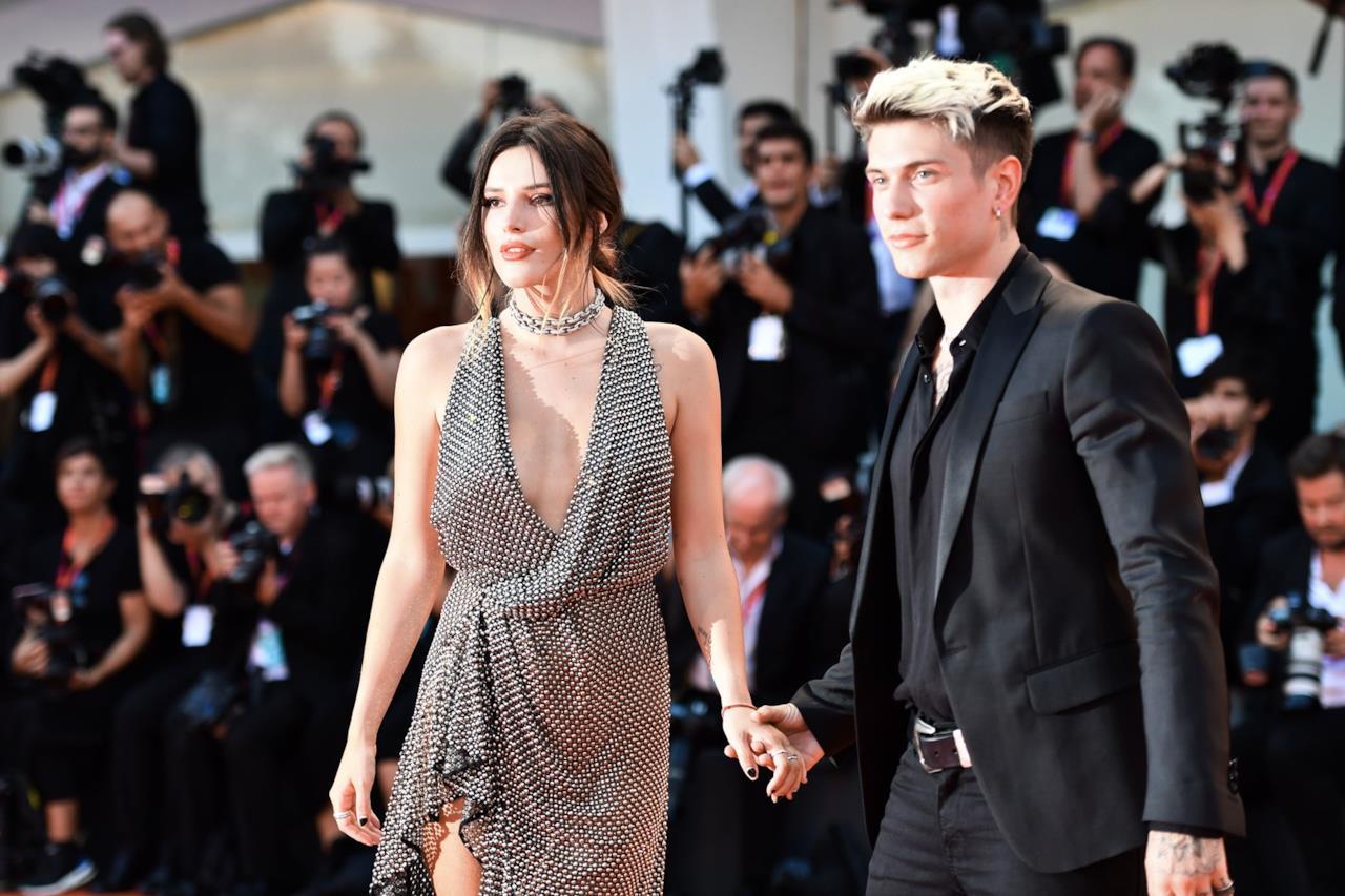 Bella Thorne e Benjamin Mascolo arrivano sul red carpet di Venezia
