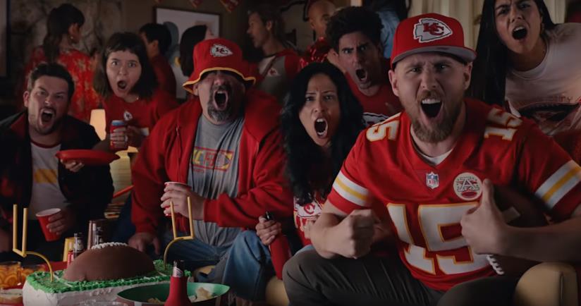 Alcuni tifosi dei Kansas City Chiefs (NFL) nello spot di Google per il Super Bowl LIV