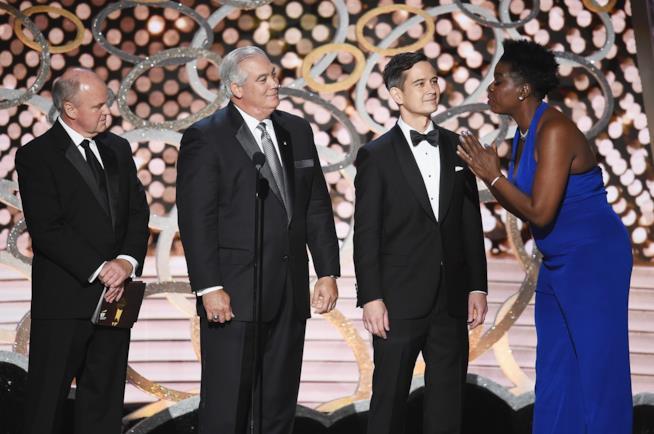 Leslie Jones e i rappresentanti di Ernst & Young agli Emmy 2016