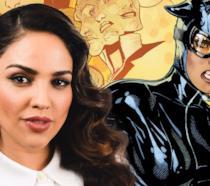 Eiza Gonzalez in primo piano su sfondo bianco