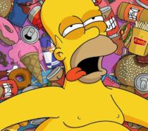 Homer Simpson in mezzo al cibo