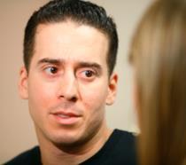 Kirk Acevedo con sguardo assorto