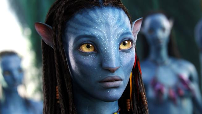 Neytiri (Zoe Saldana) in una scena di Avatar (2009)