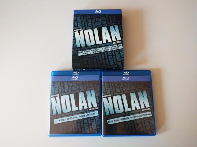 Foto del cartonato della Christopher Nolan Collection e dei due case