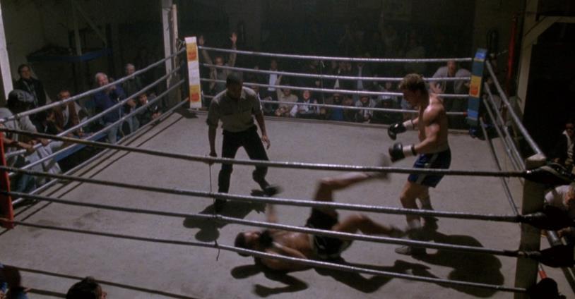 Tommy Gunn mette al tappeto il suo avversario in Rocky V