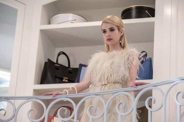 Chanel Oberlin look: pellicce e piume