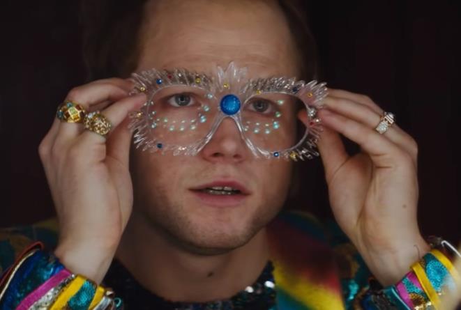 Taron Egerton è Elton John nel nuovo sguardo a Rocketman