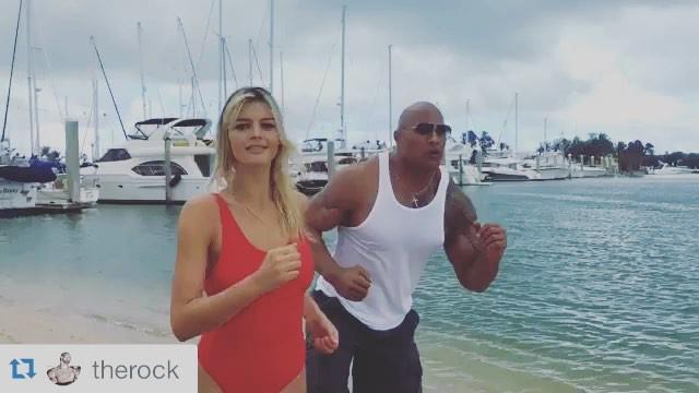 Kelly Rohrbach e Dwayne Johnson si allenano per il remake di Baywatch