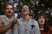Hopper, Alexei e Joyce in una scena della terza stagione