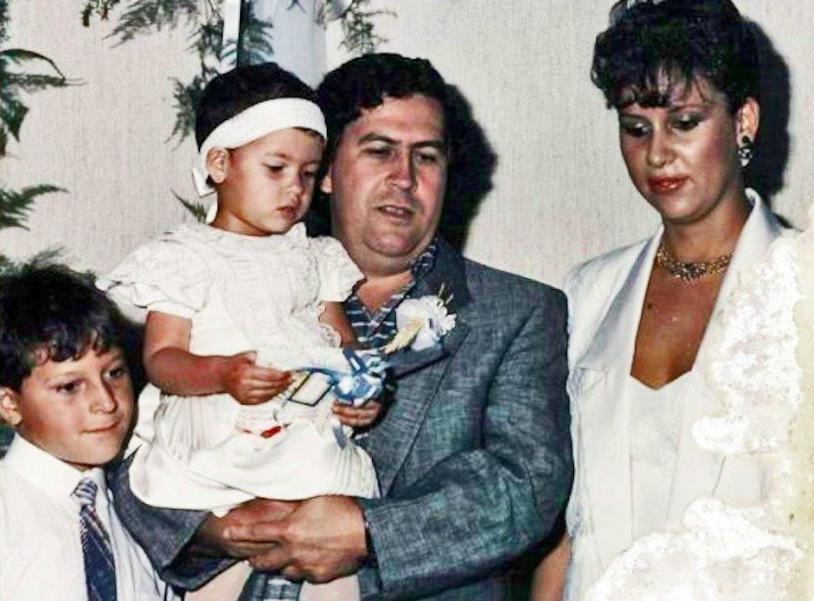 Pablo Escobar con moglie e figli