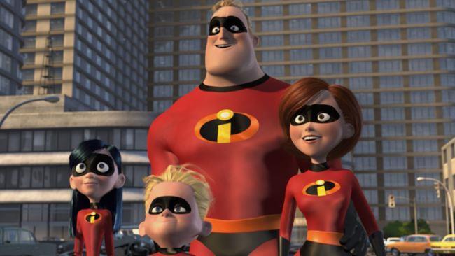 La famiglia Parr nel sequel de Gli Incredibili con i costumi da supereroi