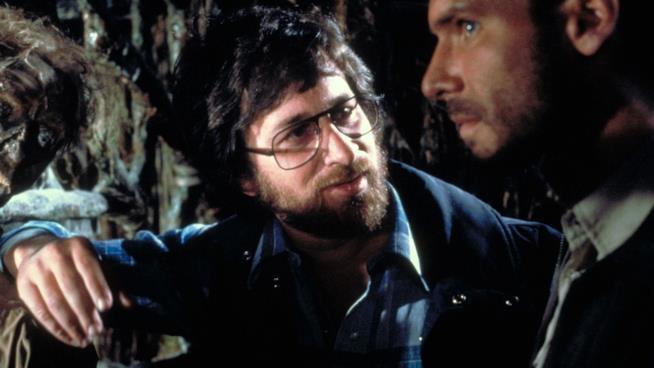 Steven Spielberg al fianco di Harrison Ford sul set de I predatori dell'Arca Perduta