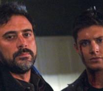 John e Dean Winchester con aria minacciosa