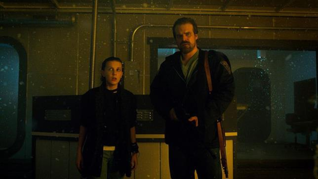 Lo sceriffo Hopper e Undici, personaggi di Stranger Things