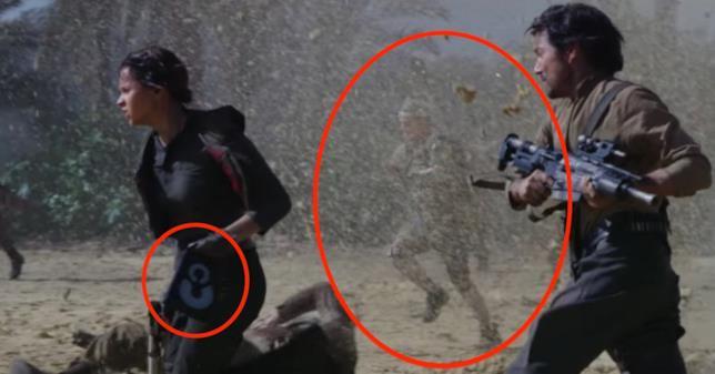 Frame dal finale alternativo di Rogue One, con Jyn, Cassian e l'attore Alan Tudyk