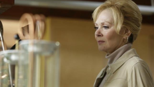 Melanie ascolta la storia popolare nel terzo episodio di Legion