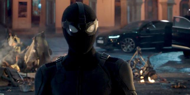 Screen del trailer Spider-Man: Far From Home con il costume stealth di Spider-Man