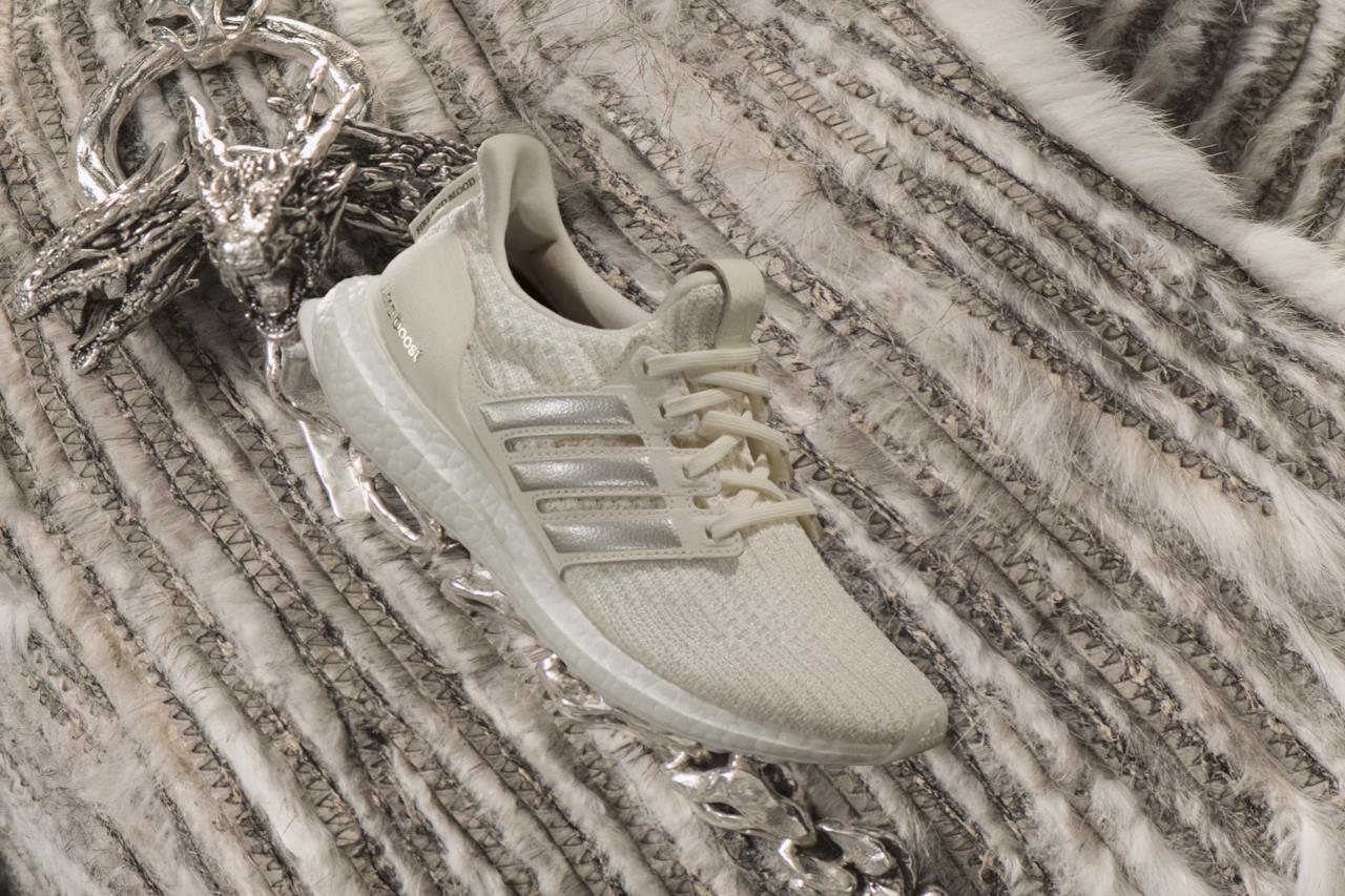 Una delle fantasie di Adidas per i Targaryen nelle scarpe Game of Thrones
