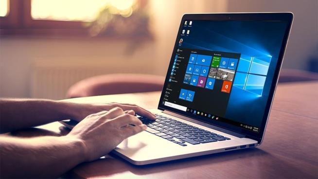 Primo piano di un Notebook Microsoft in funzione