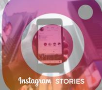 Logo di Instagram in primo piano e uno smartphone sullo sfondo