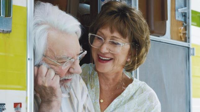 Donald Sutherland ed Helen Mirren in una scena del film