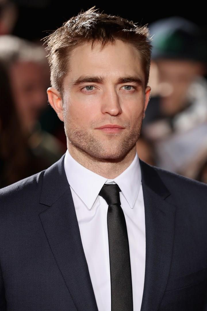 Robert Pattinson in completo elegante