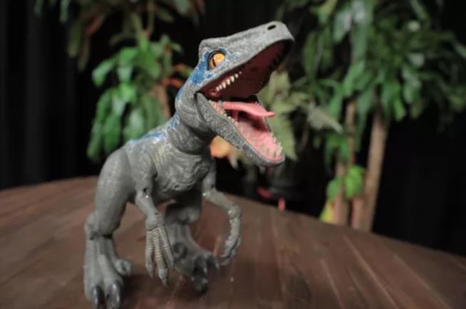 Primo piano del dinosauro robot