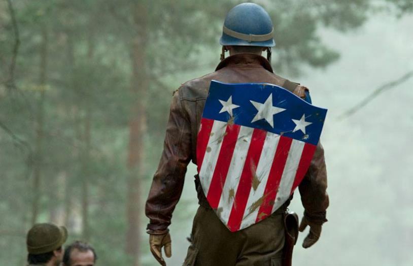 Chris Evans nei panni di Captain America in Captain America - Il primo Vendicatore