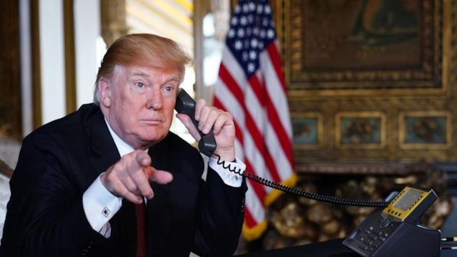 Foto del Presidente Trump nello Studio Ovale della Casa Bianca