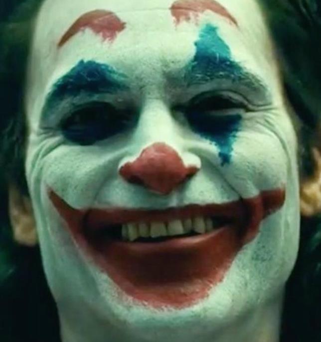 Primo piano di Joaquin Phoenix truccato da Joker
