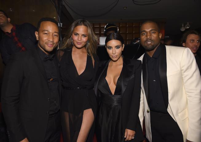 Primo piano di Kim Kardashian, Chrissy Teigen, John Legend e Kanye West
