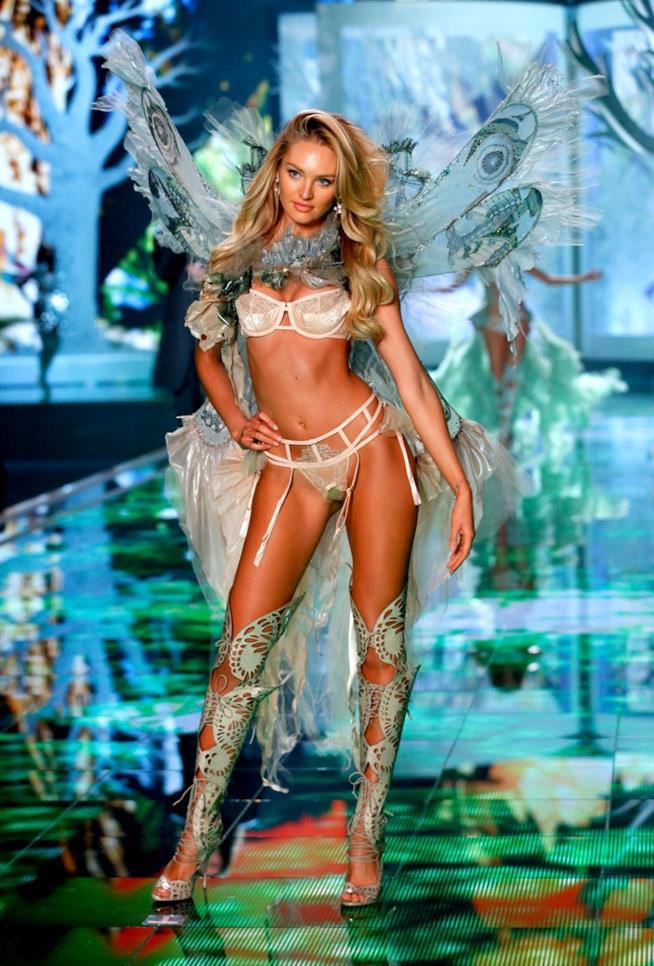 Candice Swanepoel al Victoria's Secret Fashion Show