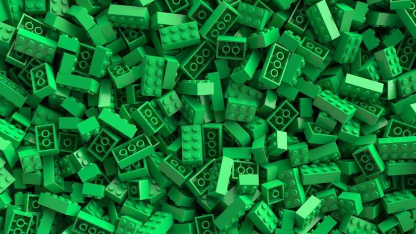 Una montagna di mattoncini LEGO verdi