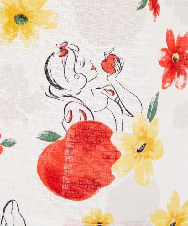 Il profilo di Biancaneve sul kimono a lei dedicato